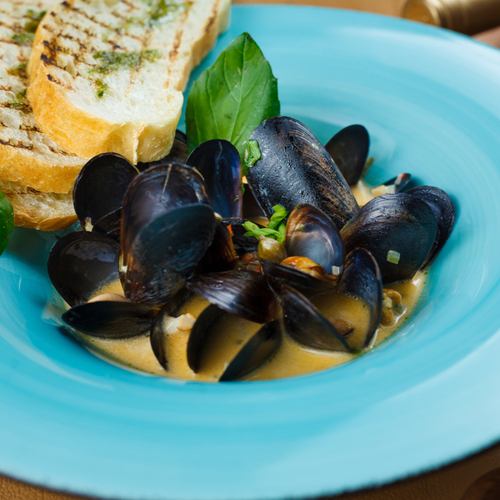 Mussels in Creamy White Wine Sauce
