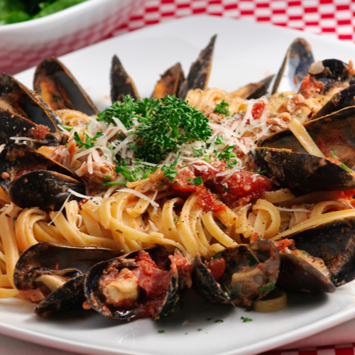 Mussels with Tomato and Parsley Linguine