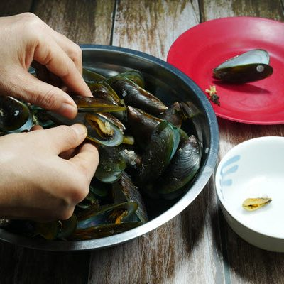 Guide to Preparing Mussels