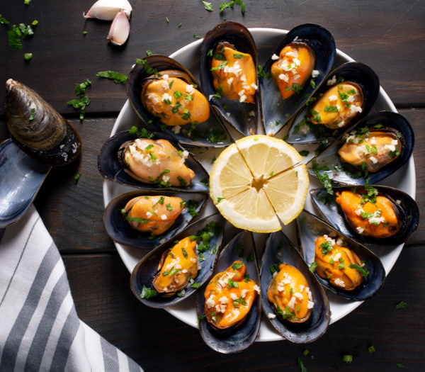 Steamed mussels in white wine sauce with parsley and garlic