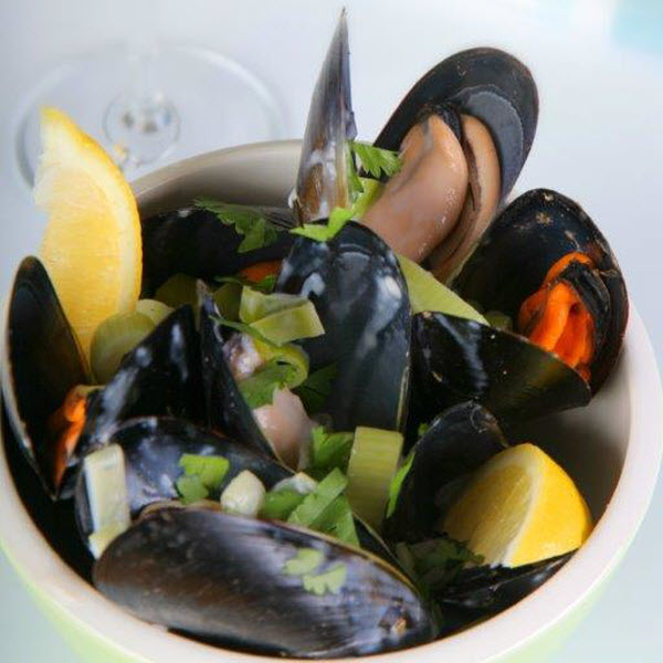 Streamed Mussels with lemon dish