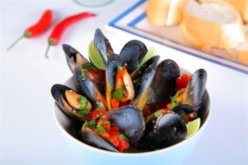 Mussels with tomato in a bowl